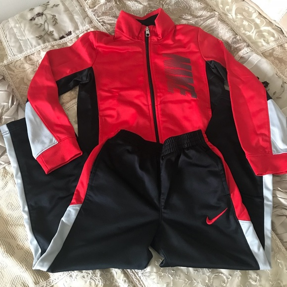 Boys Nike Track suit sz 6